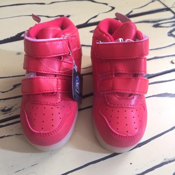 fb2cf035006a ... winged led light up shoe. NWT. boutique. M 5baf0f10aa57196315ff218c.  M 5baf0e8f3e0caa36f030493f. M 5b43c6dd3c98449e84808ea1.  M 5b43c6d5534ef9f4503b3d07